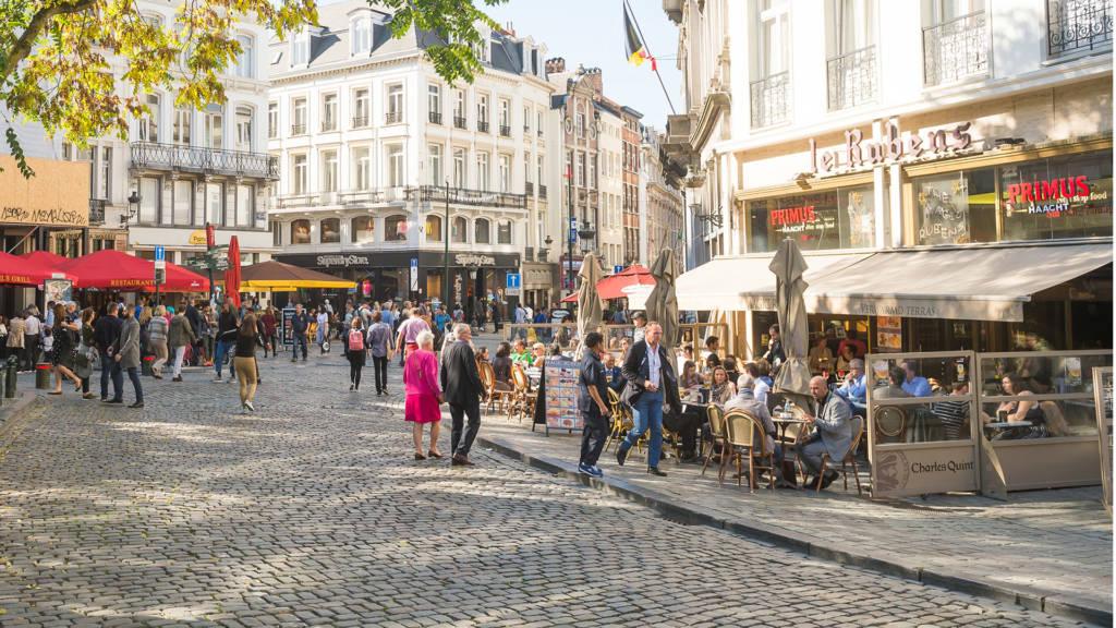 Urban Court - Grote Markt wandelaars