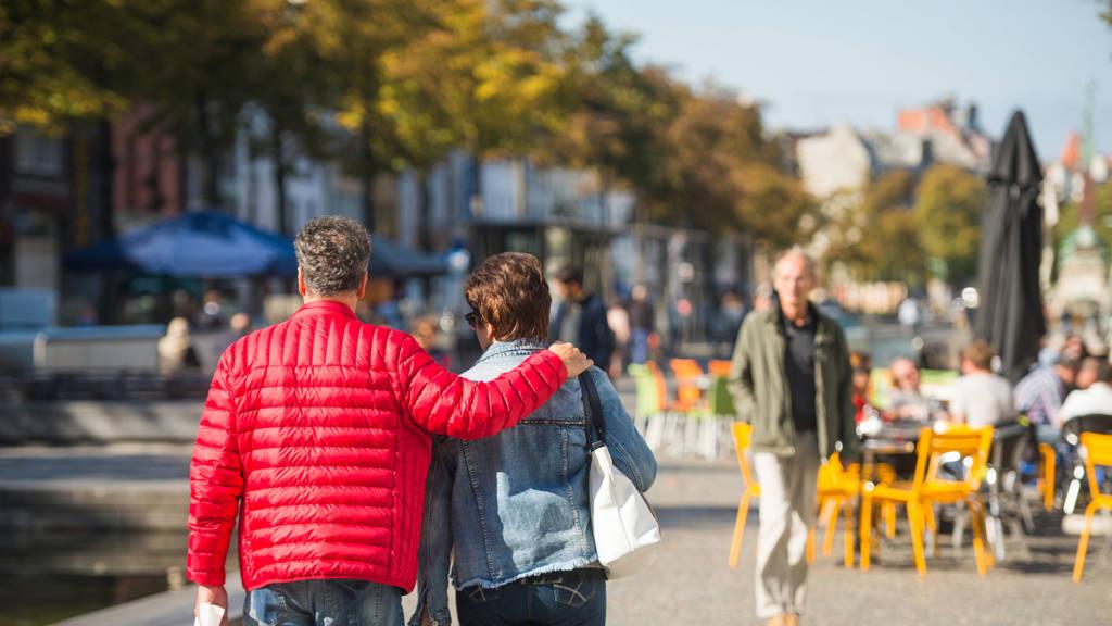 Urban Court - Wandelaars op Sint-Katelijne plaats
